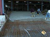 Die Betondecke für die Einfahrt wird gefertigt