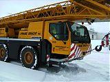 Überraschender Schneefall verzögert den <br />Beginn der Stahlbauer um einige Tage